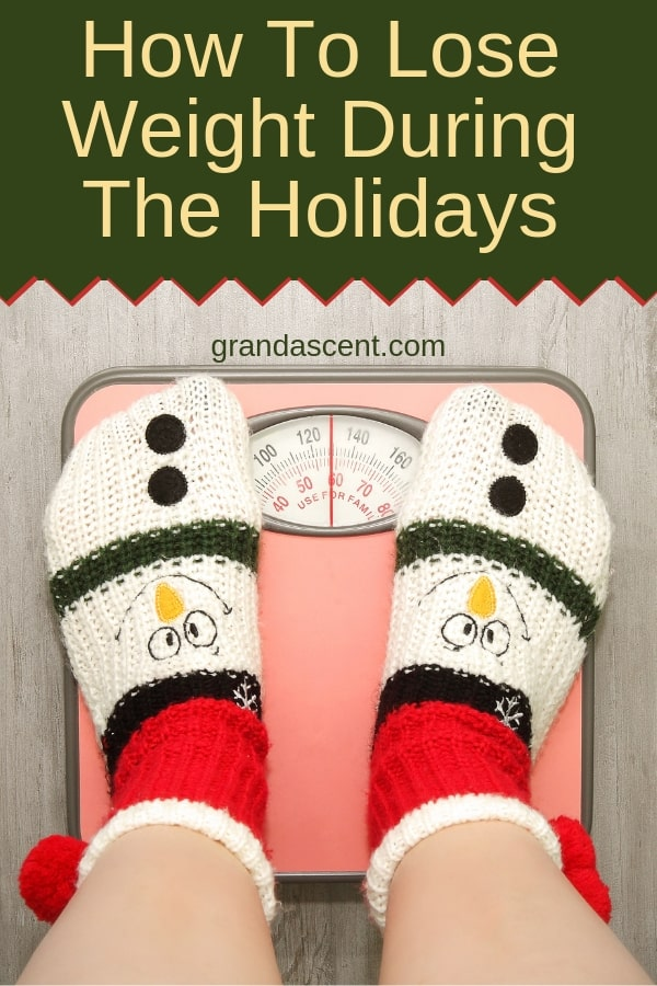 You can still continue to lose weight during the holidays without depriving yourself. Here's how! #holidays #christmas #thanksgiving #stayfit #loseweight #howotloseweight #healthy #healthyliving #practicemoderation