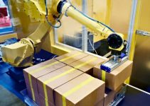 Robot packing up boxes