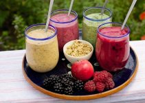 Tray with fruit smoothies
