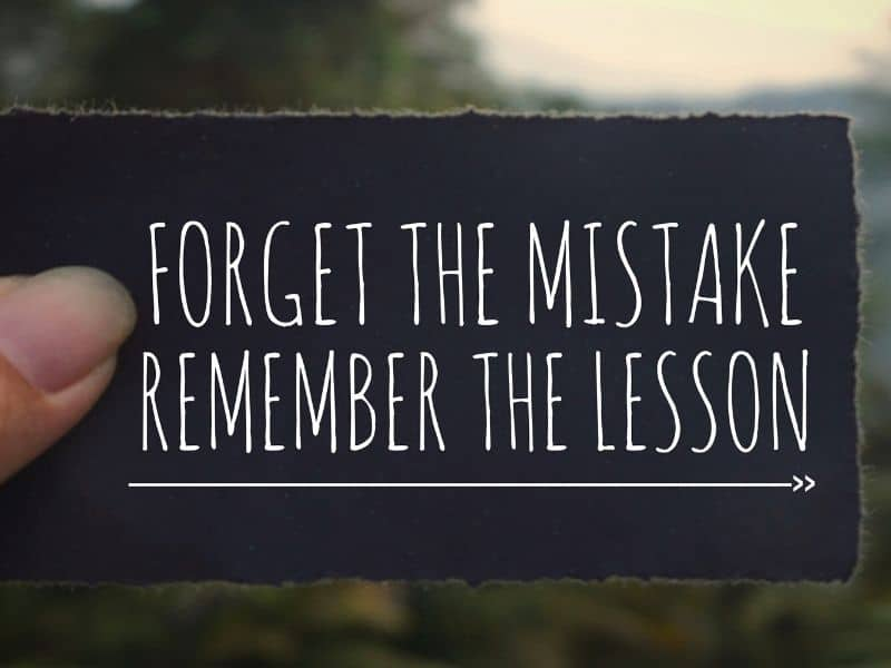 Black paper with text saying: forget the mistake, remember the lesson