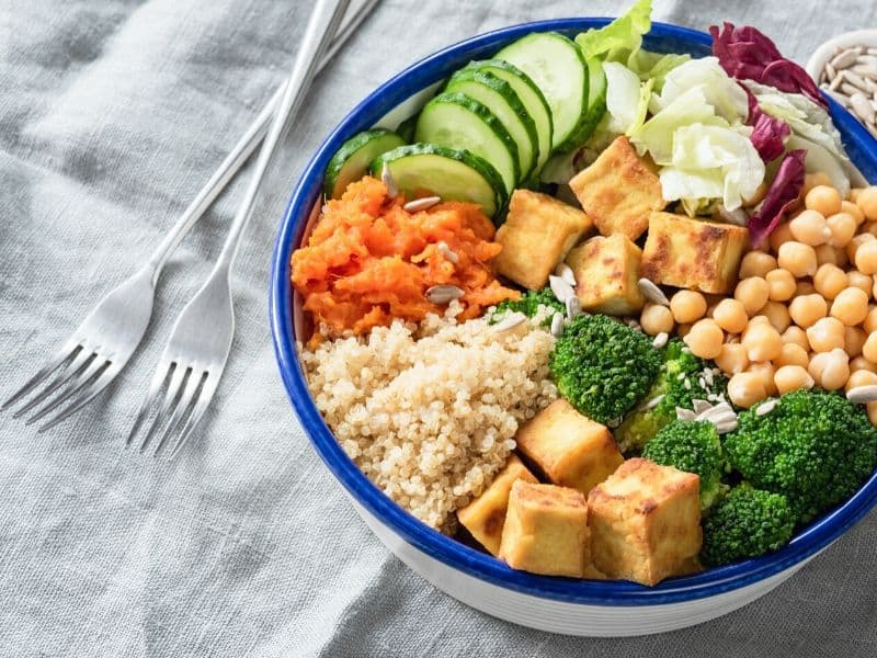 Good nourishment: a bowl of delicous colorful, healthy food