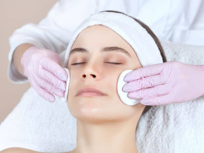 Skin cleansing at the salon