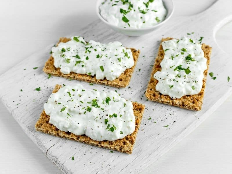 Cottage cheese and crackers appetizers